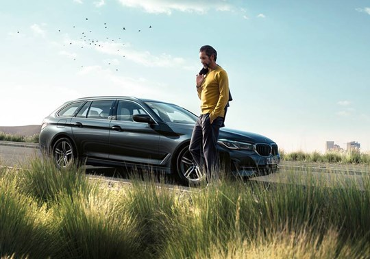 BMW 5 Series Touring 1440X810