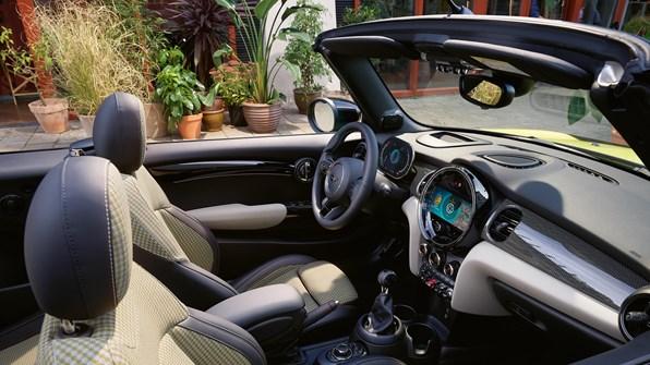 Gallery MINI Cabrio 2440X1373 B